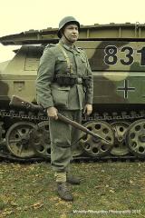 Sylwetka grenadiera z marca 1945 roku.